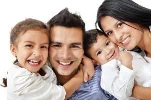 3 Mitos Sobre Seguros de Vida Que Podrían Perjudicar a Las Familias Jóvenes