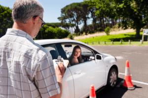 Cómo Ahorrar Dinero en Seguro de Auto - Incluso Con un Menos que Perfecto Registro de Conducir